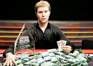Чемпион мира по онлайн покеру как с другом играть на одной карте в майнкрафт 1