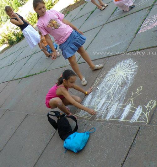 Волжский. Конкурс рисунков на асфальте