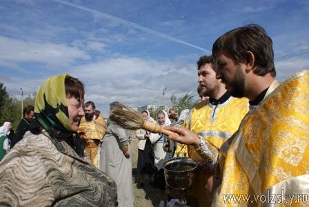 У храма Александра Невского начались богослужения