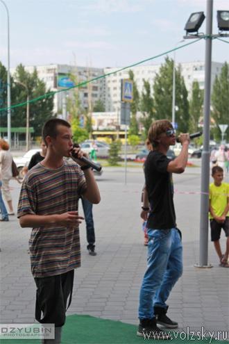 В Волжском прошла акция в поддержку Кати Слащёвой