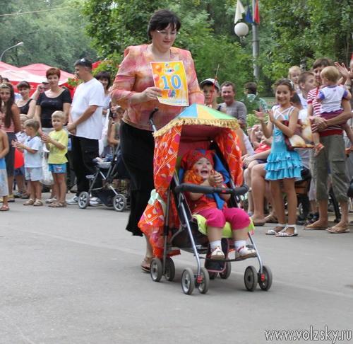 В Волжском прошёл «Парад детских колясок»