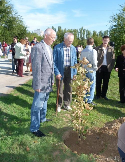 В Волжском установили мемориальный камень в память о аварии на ПО «Маяк»