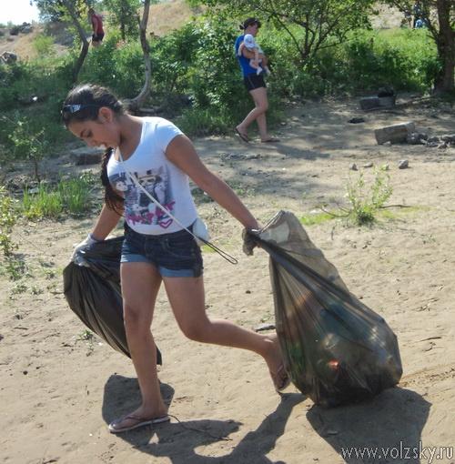 80 мешков мусора собрали с пляжа на Ахтубе