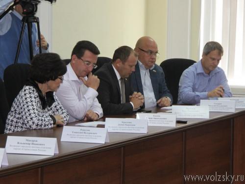 Депутаты провели первое заседание осенней сессии