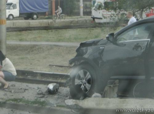 Kia Sportage врезался в столб