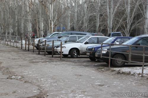 Парковаться на тротуаре возле приставов волжане больше не будут