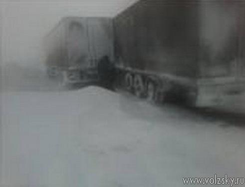 Сегодня трасса «Саратов-Волгоград» оказалась заблокированной