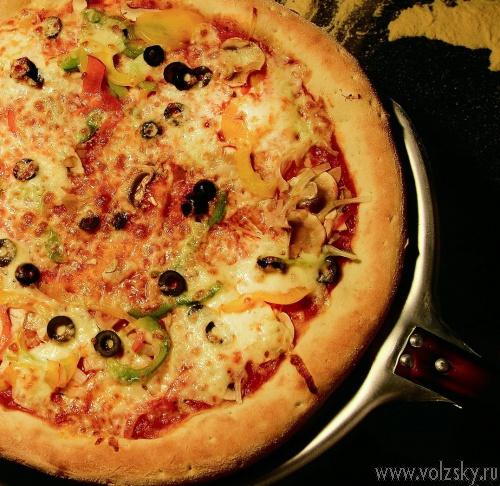 Сегодня в Волжском заработало уникальное производство пиццы – Duck's pizza