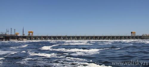 Волжская ГЭС работает в режиме максимальных сбросов