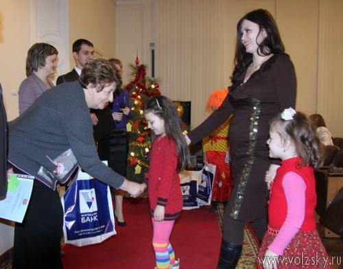 Волжские молодые семьи и сироты отметят новый год в новых квартирах