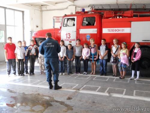 Волжские пожарные проводят экскурсии для детей