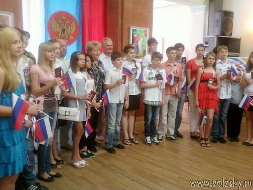 Волжские школьники получили паспорта