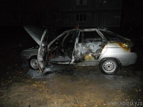За выходные в Волжском подожгли 3 автомобиля