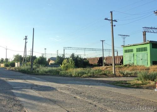 Забытые властями волжане теснятся вдоль железной дороги