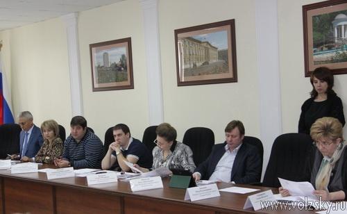 Депутаты отложили внесение изменений в Устав города