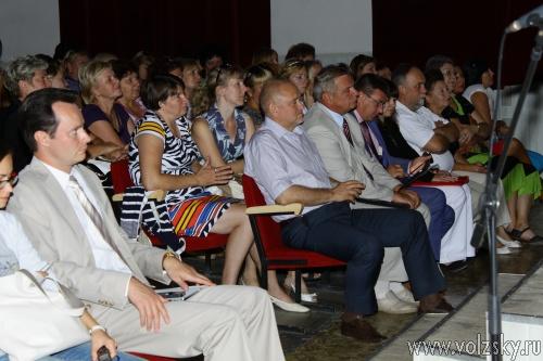 Губернатор встретился с волжскими педагогами и врачами