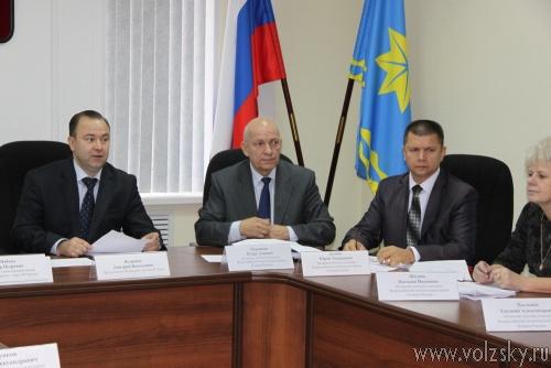 ЛДПР и «Единая Россия» сражаются за комиссию по местному самоуправлению, регламенту и депутатской этике