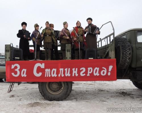 По улицам Волжского проехал «голос победы»