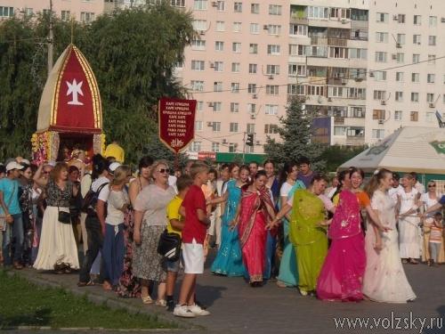 Праздник колесниц в Волжском