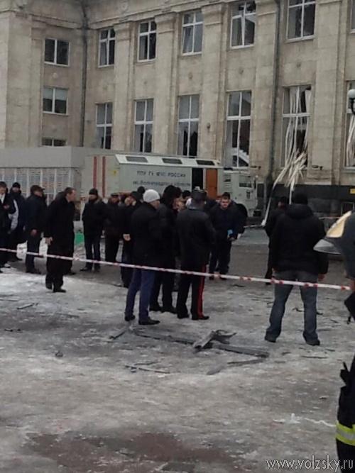 При взрыве в Волгограде погибло 18 человек