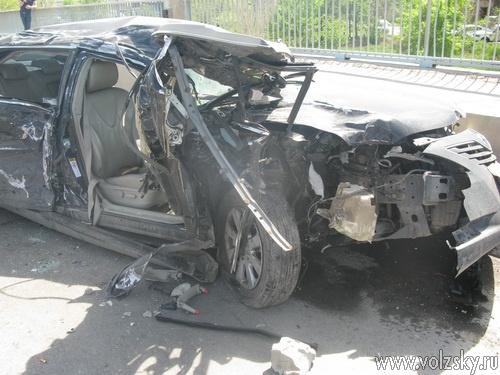 Сегодня Toyota Camry врезалась в грузовик Volvo