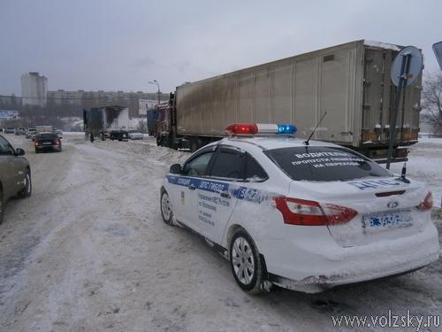 Снежные завалы на Волжской ГЭС продолжают «разгребать»