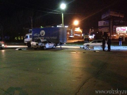В «тройном» ДТП в Волжском погибла девушка
