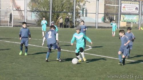 В Волжском играли в футбол в память воинам