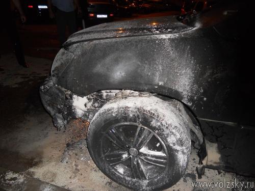 В Волжском подожгли «Lexus»