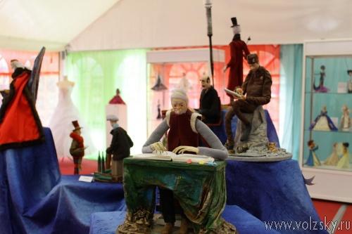 В Волжском проходит выставка авторских кукол