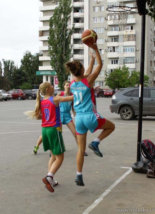 В Волжском прошли соревнования по уличному баскетболу