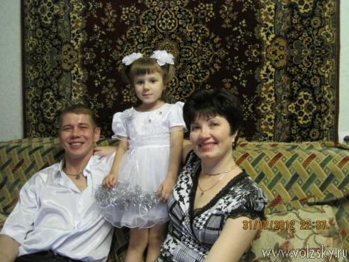 В Волжском риэлторы продали квартиру с ребенком «в подарок»