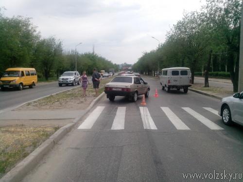 В Волжском сбили 74-летнюю женщину