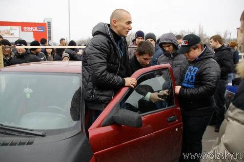 В Волжском собралось полсотни любителей посаженных «тачек»