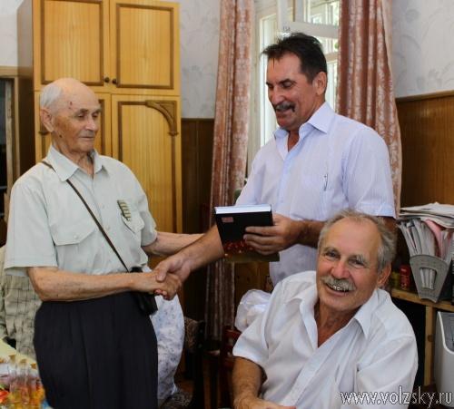 Ветеранам журналистики подарили книги