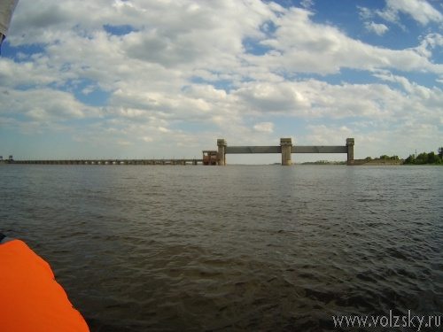 Волжанин проплыл 500 километров по Волге на надувной лодке. Фотоотчет.