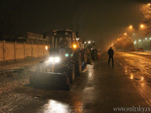 Волжские дороги чистят круглосуточно