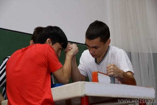 Волжские студенты определили самых сильных рукоборцев