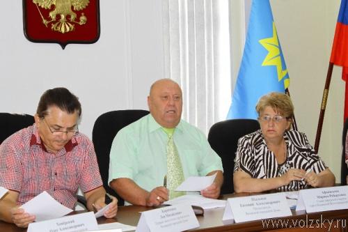 Волжским депутатам не удалось увеличить пенсии муниципальным служащим