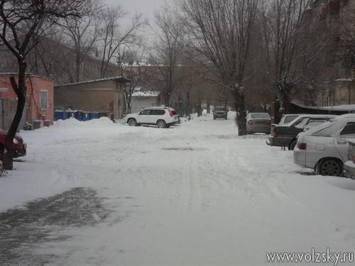 Волжский погряз в снегу
