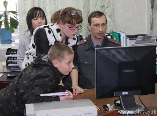 Юные волжане посмотрели работу второго отдела полиции