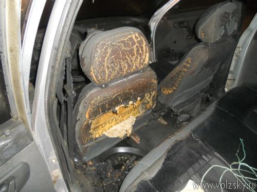 За одну ночь в Волжском сгорело 2 машины