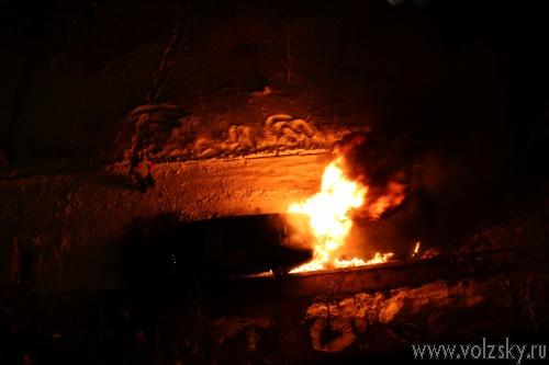 За сутки в Волжском сгорело 3 автомобиля