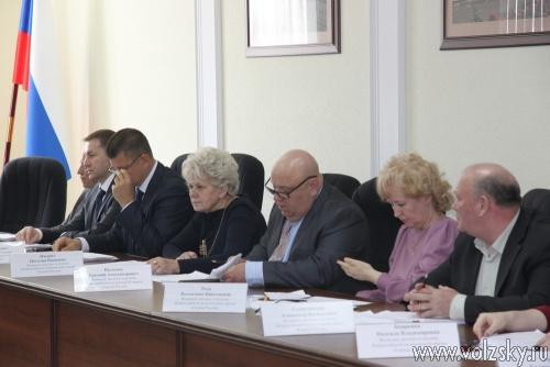 Депутаты увеличили бюджет на 2014 год почти на 2 миллиарда