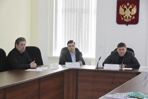Депутаты выписали грамоты и подарки Гузеву и Уварову повторно