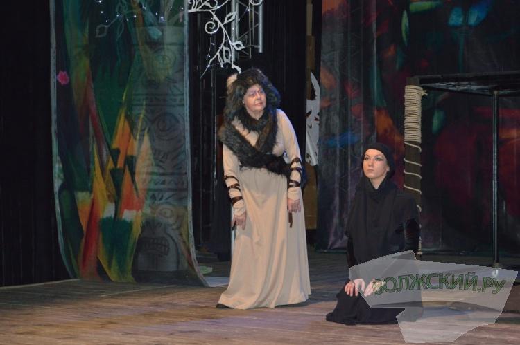 К Новому году Волжский драмтеатр показал премьеру