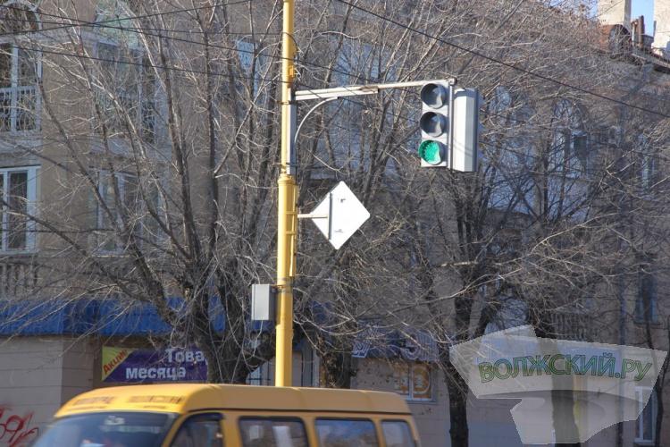 Как изменились дороги Волжского за год?