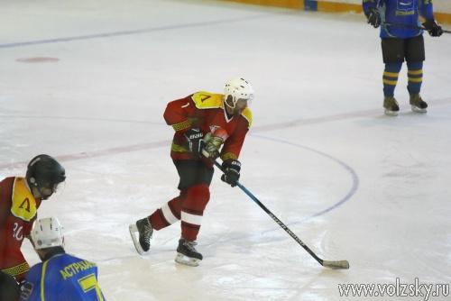 «Ледовая арена Волжский» принимает первенство области по хоккею
