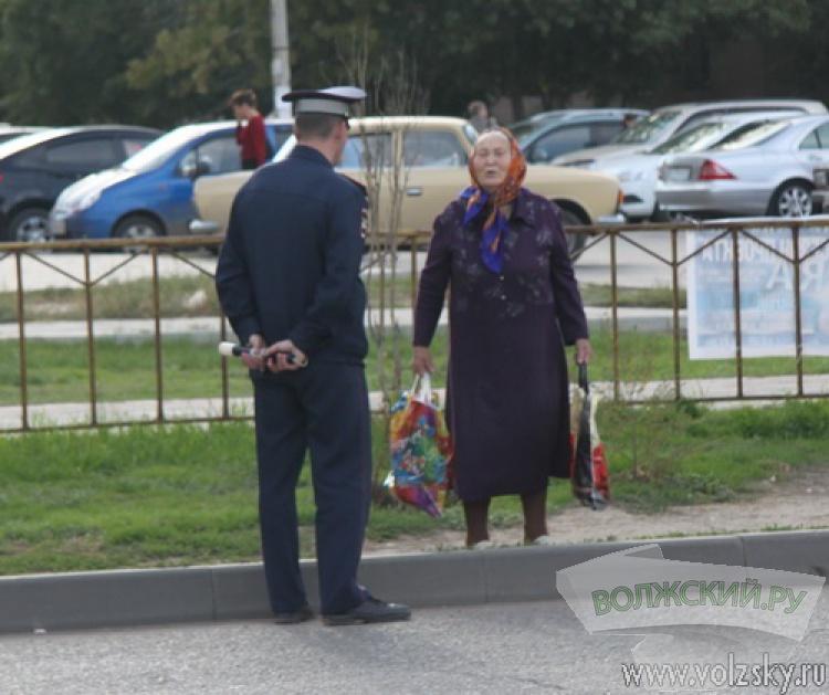 Мамаши-«суицидницы» продолжают рисковать жизнями на дорогах Волжского