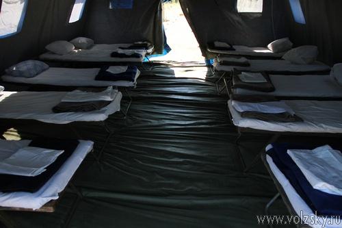 На острове Зелёный разбили палаточный лагерь для беженцев